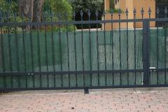 Puerta abatible forja