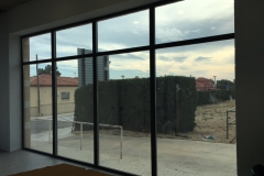 Estructura de aluminio de rotura de puente termico y montantes reforzados. Vidrio 3+3/20/4+4 Guardian Sun (contro solar). Vista exterior.
