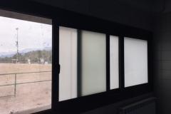 Ventana corredera 3 hojas abierto. Corredera aluminio con rotura de puente termico, vidrio 3+3/16/3+3mate. Cerradura multipunto y manetas acodadas.