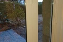 Cambio de puerta con fijos laterales Planas del Rey, detalle bisagra, acabado.