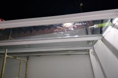 Techo de aluminio y vidrio , colocacion de virdrios .