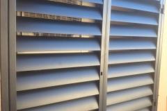 Fabricación e instalación de armario para aire acondicionado con lamas de avión de 150 mm en Reus