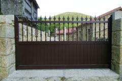 Puerta de aluminio soldada en forja
